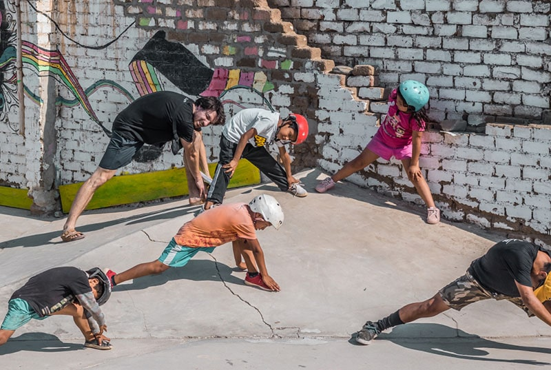 Group picture of Peru skateboarders stretching